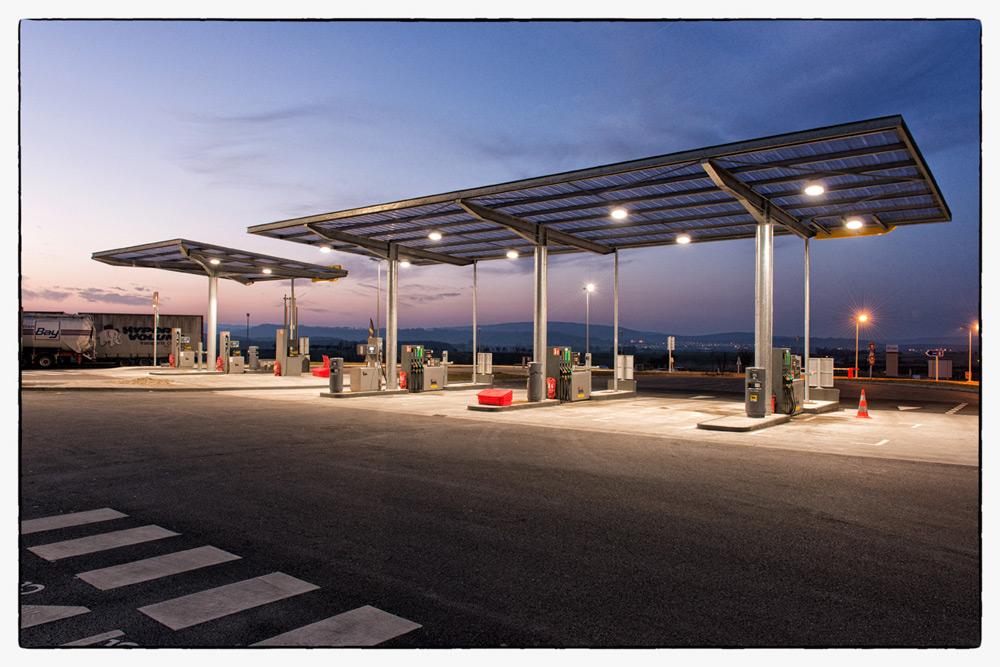 groupe pétrolier ENI, prise de vue vue de deux station service AGIP en Meurthe & Moselle