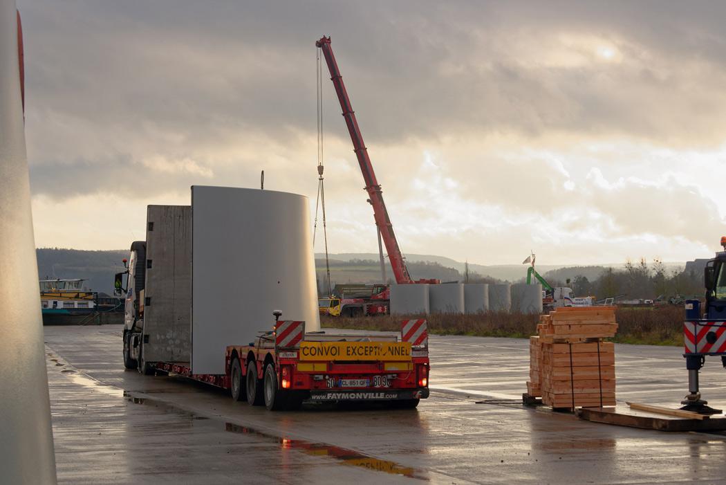 déchargement de module d'éolienne au port de Givet (08) Client : Enercon (de)